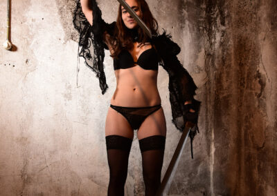 Kinky Luna - Messerspiele - Knife play